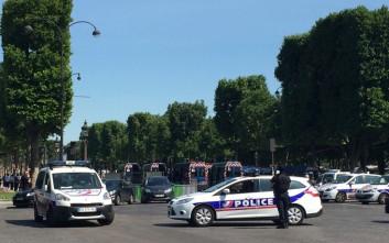 Σκόπιμα ο οδηγός έριξε το αυτοκίνητο πάνω στους στρατιώτες στο Παρίσι