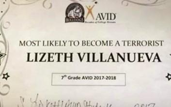Απένειμε το βραβείο του «εν δυνάμει τρομοκράτη» σε μαθήτρια του και απολύθηκε