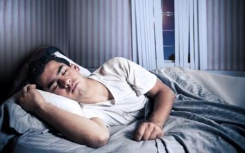 Να πώς θα σας παίρνει γλυκά ο ύπνος μέσα στην καλοκαιρινή ζέστη