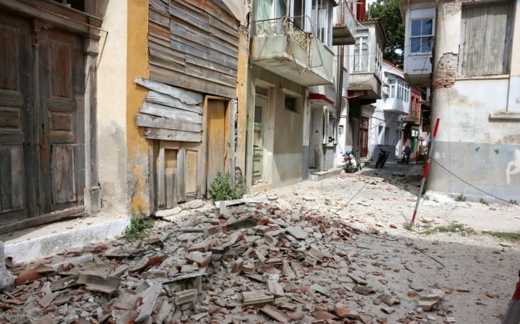Μία νεκρή και μεγάλες ζημιές στη Λέσβο μετά τον ισχυρό σεισμό