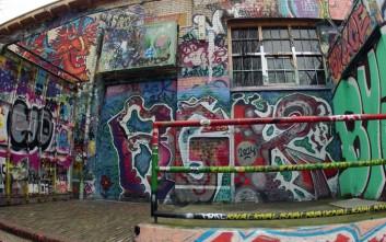 Τι κρύβεται κάτω από έναν τοίχο με 30 χρόνια γκράφιτι