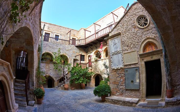 Το ξακουστό μοναστήρι της Κρήτης που θυμίζει φρούριο