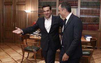Με Θεοδωράκη ξεκίνησε ο κύκλος επαφών Τσίπρα με τους πολιτικούς αρχηγούς