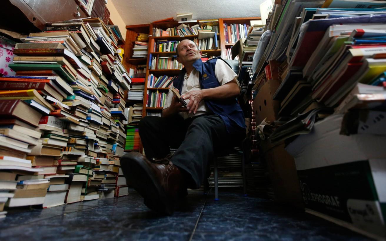 Μία βιβλιοθήκη που γεννήθηκε στα σκουπίδια
