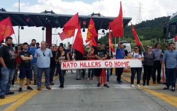 Μέλη του ΚΚΕ μπλόκαραν ΝΑΤΟική δύναμη από την Αλβανία στην Κοζάνη