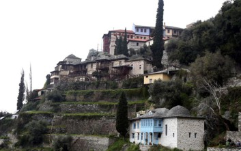 Γυναικεία οστά εντοπίστηκαν κάτω από ναό στο Άγιο Όρος