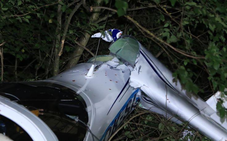 Ειδικοί στο σημείο της πτώσης του αεροσκάφους στη Λάρισα