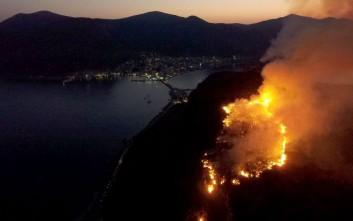 Μάχη με τη φωτιά στο κάστρο στη Μονεμβασιά