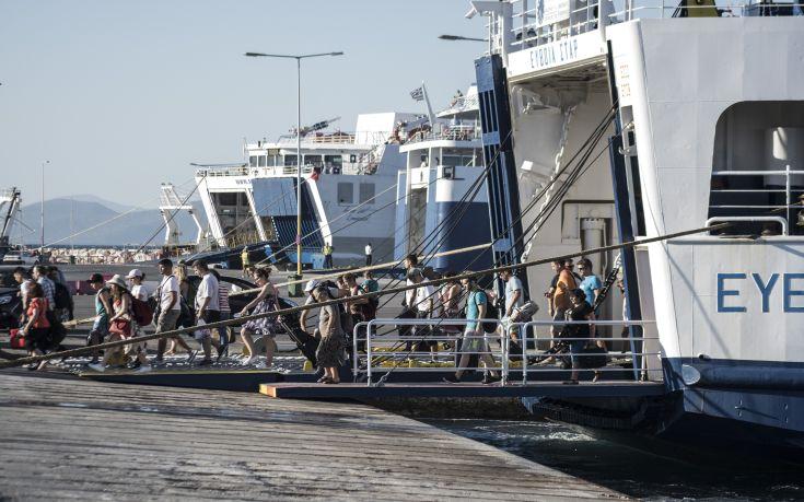 Απεργιακές κινητοποιήσεις στις ακτοπλοϊκές γραμμές στο λιμάνι της Ραφήνας