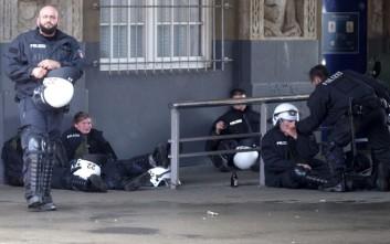 «Προειδοποιητική βολή» από αστυνομικό σε διαδηλωτές στο Αμβούργο