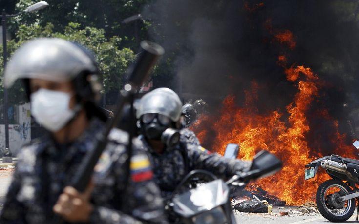 «Ο στρατός της Βενεζουέλας στηρίζει τον Μαδούρο»