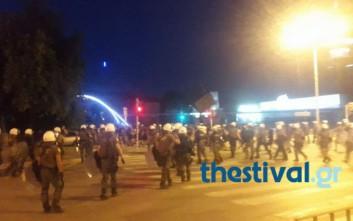Μικροσυμπλοκές μεταξύ διαδηλωτών και ΜΑΤ στη Θεσσαλονίκη