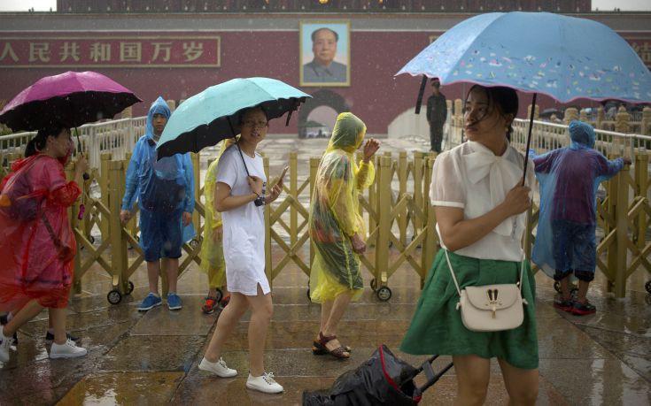 Εκατομμύρια Κινέζων έχουν επηρεαστεί από τις σφοδρές βροχοπτώσεις