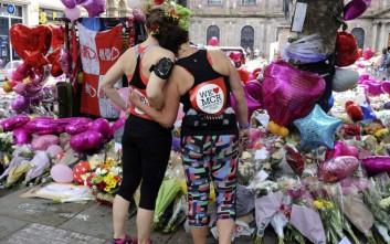 Ράγισαν καρδιές στην κηδεία της 8χρονης Σάφι Ρούσος