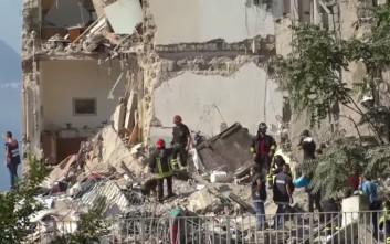 Δύο σοροί εντοπίστηκαν στα συντρίμμια του κτιρίου που κατέρρευσε κοντά στη Νάπολη