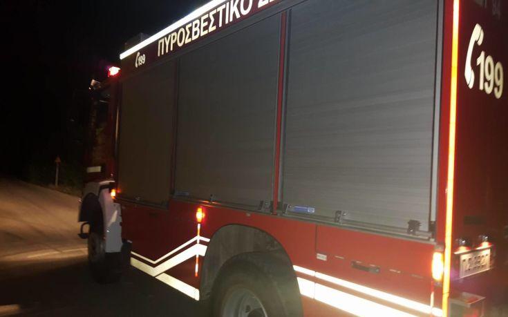 Πυρκαγιά σε εγκαταλελειμμένο ΙΧ τα ξημερώματα στη Θεσσαλονίκη