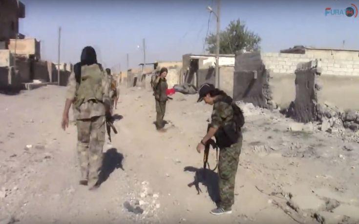 Οι Κούρδοι σφυροκοπούν τους τζιχαντιστές στη Ράκα