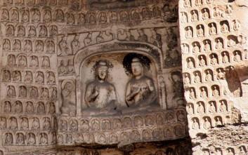 Αρχαία επιγραφή, σκαλισμένη σε βράχο, βρέθηκε στην Κίνα