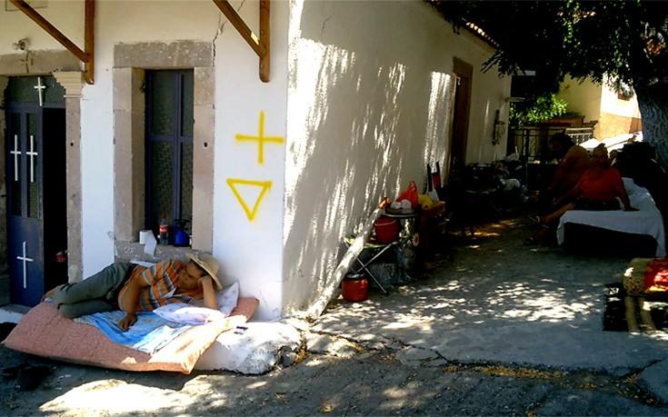 Σε δρόμους και εκκλησίες οι σεισμοπαθείς της Λέσβου