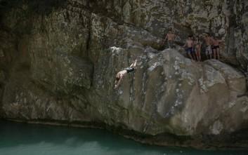 Απολαυστικές βουτιές στους καταρράκτες στο Πολυλίμνιο Μεσσηνίας