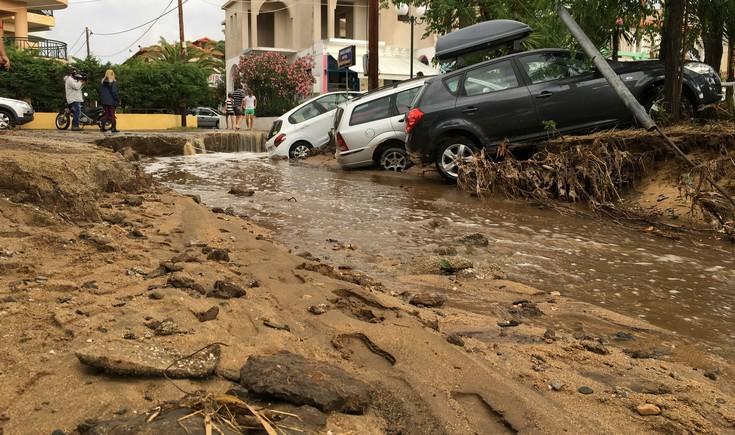 230247 Εικόνες καταστροφής από την κακοκαιρία – Η φονική «μέδουσα» άφησε πίσω της συντρίμμια