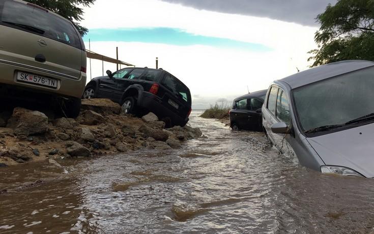 230252 Εικόνες καταστροφής από την κακοκαιρία – Η φονική «μέδουσα» άφησε πίσω της συντρίμμια