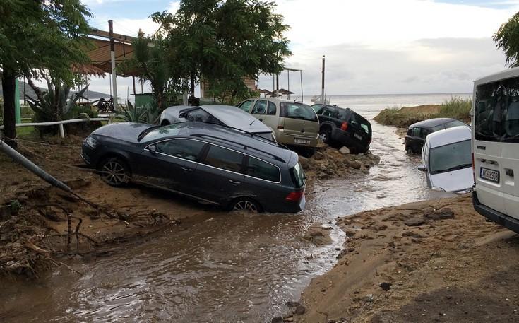 230258 Εικόνες καταστροφής από την κακοκαιρία – Η φονική «μέδουσα» άφησε πίσω της συντρίμμια
