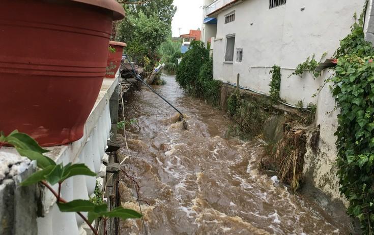 230279 Εικόνες καταστροφής από την κακοκαιρία – Η φονική «μέδουσα» άφησε πίσω της συντρίμμια