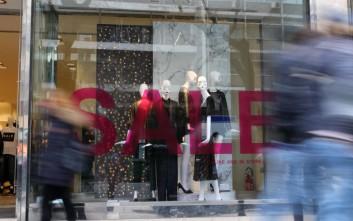 Χειμερινές εκπτώσεις και ανοιχτά καταστήματα την Κυριακή