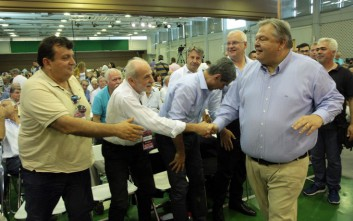 Οι αιχμές του Βενιζέλου κατά του Παπανδρέου στο συνέδριο