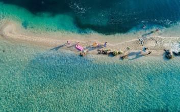 Ιδανικότερος προορισμός για οικογενειακές διακοπές η Ελλάδα
