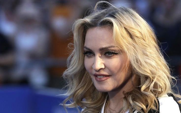 Η Μαντόνα μετακομίζει στη Λισαβόνα για χάρη του γιου της