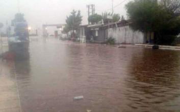 Σε ποτάμια μετατράπηκαν οι δρόμοι στην Κυλλήνη