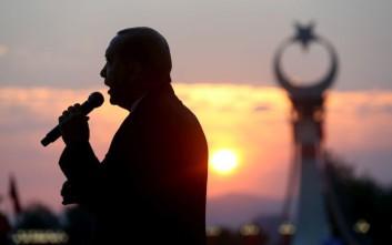 Le Monde: O απομονωμένος Eρντογάν καταφεύγει στον Πούτιν