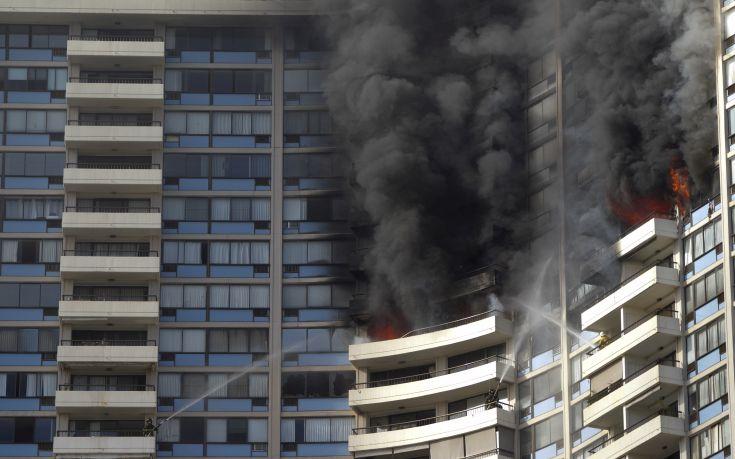 Τουλάχιστον 3 νεκροί από την πυρκαγιά σε κτίριο 36 ορόφων στη Χονολουλού
