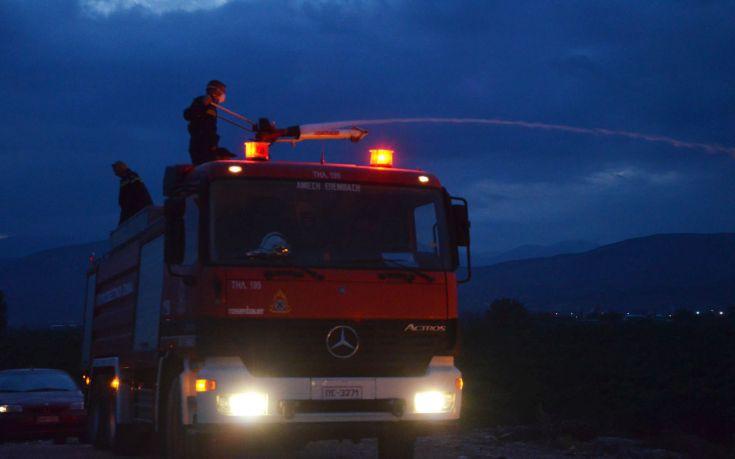 Μαίνεται η πυρκαγιά στη νότια Λέσβο
