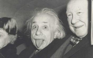 Η φωτογραφία του Αϊνστάιν με τη γλώσσα έξω πουλήθηκε 125.000 δολάρια