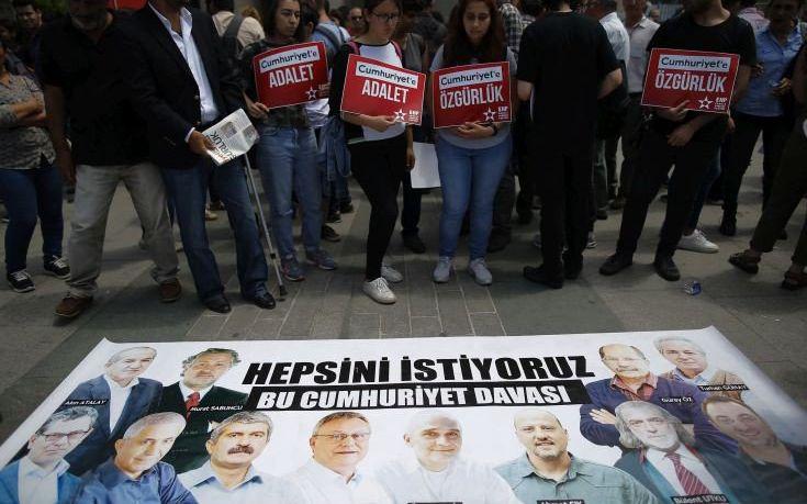 Ο «νάνος» του τουρκικού Τύπου που ενοχλεί τον Ερντογάν