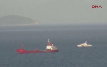 «Περίεργες οσμές στην κρίση του εμπορικού πλοίου με την Ελλάδα»