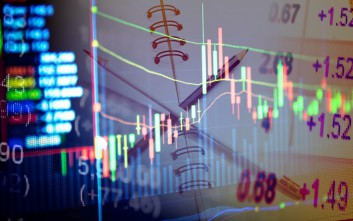 Bloomberg: Στο χαμηλότερο επίπεδο από το 2005 οι αποδόσεις των ελληνικών ομολόγων