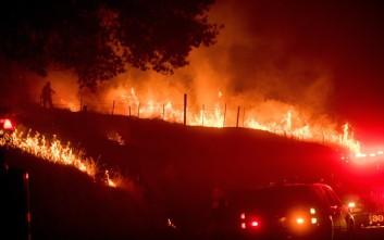 Νέες φονικές πυρκαγιές κατακαίνε την Καλιφόρνια