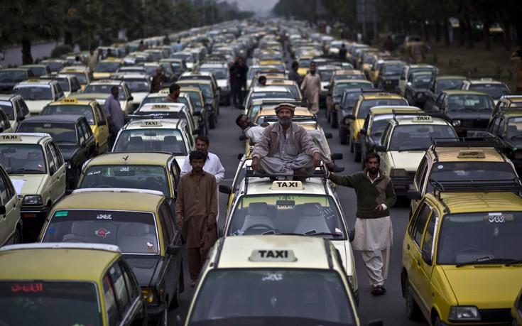 Μία κούρσα σε ταξί στο Πακιστάν μπορεί να καταλήξει σε γάμο