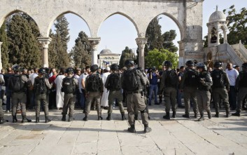 Σφαίρες και δακρυγόνα κατά μουσουλμάνων διαδηλωτών σε τζαμί στην Ιερουσαλήμ