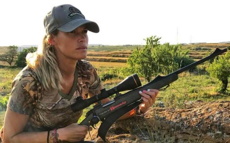 Νεκρή γυναίκα κυνηγός που είχε δεχτεί απειλές για αναρτήσεις της