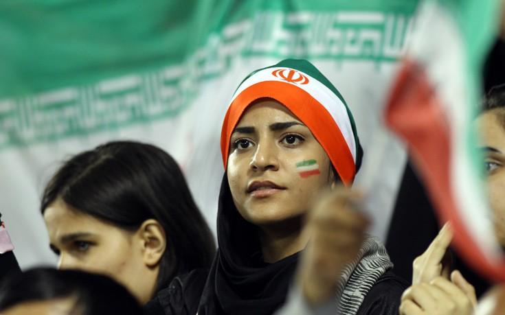 Ο αγώνας των γυναικών στο Ιράν για να μπορούν να παρακολουθούν ποδόσφαιρο