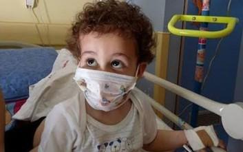 Ο μικρός Κωνσταντίνος παλεύει με τη λευχαιμία και ζητά βοήθεια