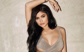 Η Kylie Jenner ξέρει να κρατάει αμείωτο το ενδιαφέρον των θαυμαστών της