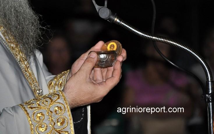 Φωτογραφίες από το κάστανο του Παΐσιου που προσκύνησαν πιστοί