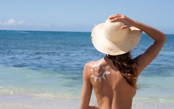 Μητέρα έκανε topless ηλιοθεραπεία και τα άκουσε από τον… άντρα της