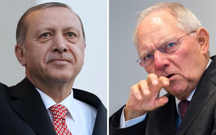 Σόιμπλε: Ο Ερντογάν θέτει σε κίνδυνο τη σχέση αιώνων Γερμανίας-Τουρκίας